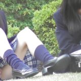 【Pcolle】座りJKの白いパンツが丸見えwwwww
