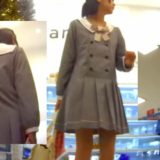 【Pcolle】生意気JSのクロッチ大きめパンツを逆さ撮り!