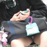 【Pcolle】美少女JK、マスク外してパンチラも見えてる!