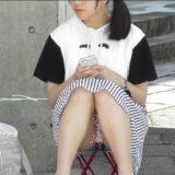 【Pcolle】パンツ丸見えで座っているJCちゃん!www