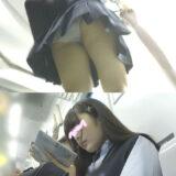【Pcolle】美少女JKの水玉パンツ逆さ撮りwwwww